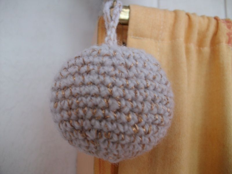 Comment tricoter une boule de noel - Comment fabriquer une boule de noel ...